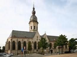 Onze-Lieve-Vrouwekerk op de markt in Temse.