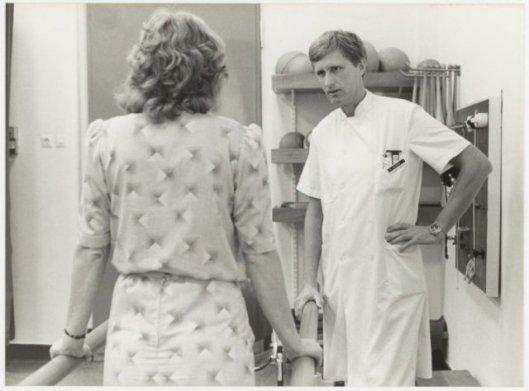 Dr.W.Oolders, hoofd van de afdeling Fysiotherapie bij ziekenhuis Mariastichting, 1982 (NHA)