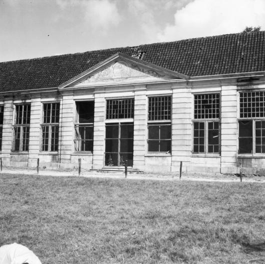 De Oranjerie van Meer en Berg in 1954 voor de afbraak. In het verleden beschouwd als één van de fraaiste van ons land (foto G.Th.Delamarre)