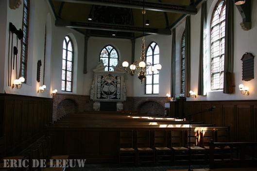 De Middeleeuese nissen links en rechts van het praalgraf voor Adriaan Pauw in de Oude Kerk te Heemstede (foto Eric de Leeuw)