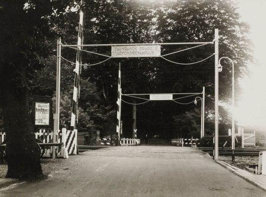Overweg Vogelenzang-Bennebroek in 1925