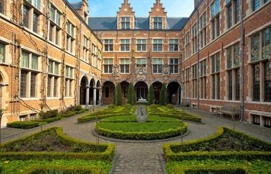 Binnenplein van museum Plantin-Moretus in Antwerpen