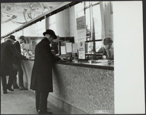 Interieur van het postkantoor Heemstede, circa 1955