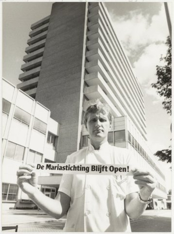 Protest van een verpleegkundige tegen de sluiting, 1982 ((NHA)