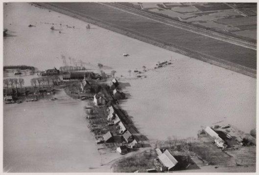 Puttershoek kort na de watersnoodramp van 1953
