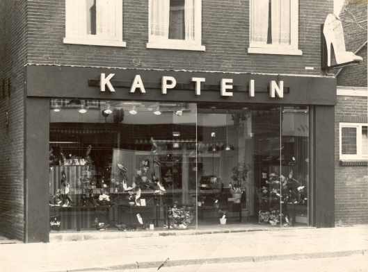 Kaptein, Raadhuisstraat 99 omstreeks 1970