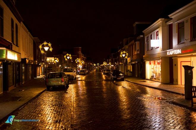 De Raadhuisstraat bij avond klaar voor de feestdagen (foto Ellen Toledo, 16 november 2015)