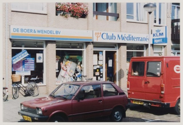 Raadhuisstraat 53: reisbureau De Boer en Wendel in 1991 (NHA). Dit reisbureau is verhuisd naar de Binnenweg en bevindt zich tegenwoordig in Amstelveen.