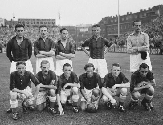 De kampioensploeg van RCH in het seizoen 1952-1953.