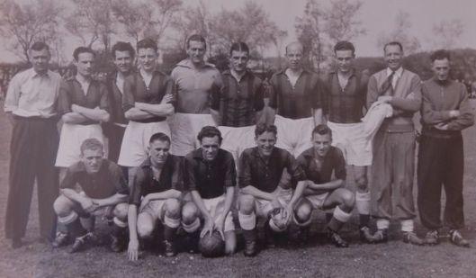 Nog een foto van de RCH-voetbalploeg Heemstede ut 1953