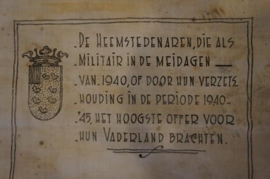 Begin van de linnen rol in kokermet namen van oorlogsslachtoffers Heemstede (foto Carel le Brun)