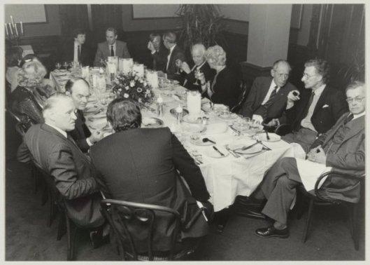 Diner in de Brinkman brasserie van Lourens Janzoon Coster Genootschp. Links aan het eind van de rafel zit Hans Rombouts (11 maart 1983, NHA, Cees de Boer)