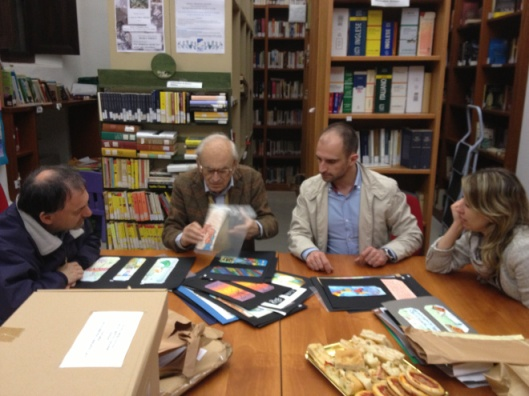 Sinds 2009 verzamelt de openbare bibliotheek San Michele Mondovo (Cunea) in Italië boekenleggers en wordt jaarlijks een wedstrijd gehouden van de fraaiste bladwijzer in diverse categorieën