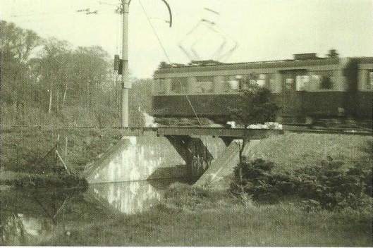De trambaan over de Bennebroekervaart bestaat nog