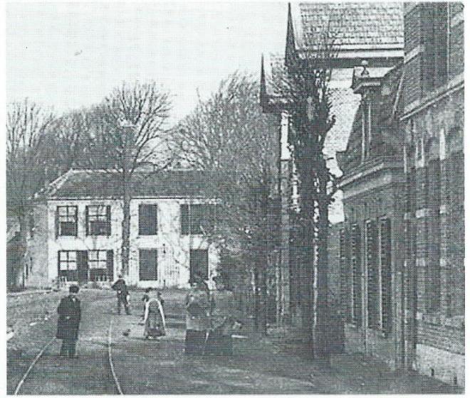 Gezicht op Leeuw en Hooft vanuit de Binnenweg/Bronsteeweg op een foto uit begin 1900