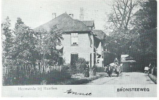 Koffiehuis-café nieuw Oud-Roozendaal dat was gelegen op de hoek van de Binnenweg [later Bronsteeweg] en Overbosstraat, sinds 1897 beheerd door achtereenvolgens de heren Cliteur, Smolenaars en ten slotte Kees Hooreman.