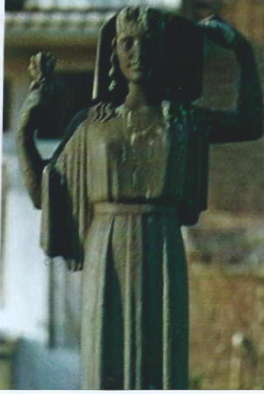 Door Johan Limpers in 1940 vervaardigd beeld en in 1969 aangekocht in herinnering aan deze beeldhouwer en verzetsman. Geplaatst in de Johan Limpersstraat te Amsterdam. Voorgesteld is Kora, dochter van de Griekse oppergod Zeus.