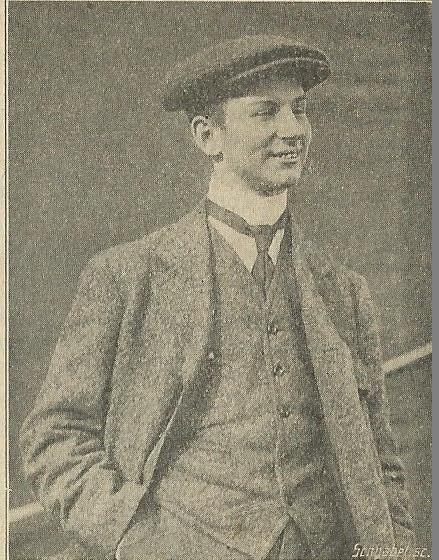 'Een veelbelovend aviateur is de heer Fokker, die op een door hem vervaardigd vliegtuig te Haarlem met zeer veel succes dezer dagen gevolgen heeft.' (Uit: Nieuwe Haarlemsche, 16 september 1911). Courant