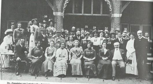Eerder maakte de Vereniging van Letterkundigen na de jaarvergadering een uitstapje naar Dordrecht waaraan 41 leden deelnamen.