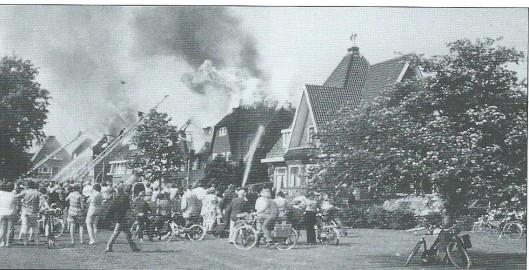 Op 4 juni 1971 ontstond brand op nummer 8 van de Tooropkade toen een schilder wat al te fanatiek bezig was met afbranden. Het vuur sloeg over op 5 andere woningen (7,9 en 2,3 en 4) met een rieten kap. Het dubbelhuis (5 en 6) met dakpannen had geen schade. De villa's met rieten danken zijn hersteld met dfakpannen.