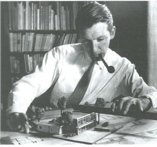 Nico Andriessen als jonge architect (Uit: Agnes van der Horst, De Andriessens, 2013).