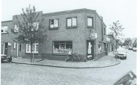 De Indische buurt kwam in de eerste helft van de vorige eeuw tot stand. In 1923 werden de eerste huizen gebouwd en in 1934 was de wijk grotendeels voltooid. Karakteristiek was dat in een aantal hoekwinkels buurtwinkels te vinden waren.