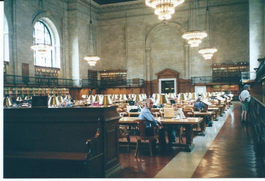 Hans Krol in de grote leeszaal van de New York Public Library