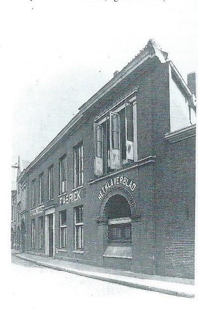 Foto van de stoomzeepfabriek 'Het Klaverblad'in de Spaarnwouderstraat Haarlem, circa 1925