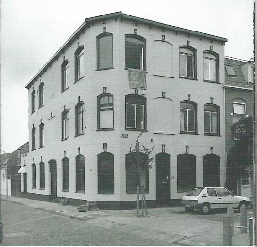Haarlem kende nog een zeep- (en zeeppoeder)fabriek, geheten 'De Ster'. In 1905 opende men een nieuw bedrijfspand op de hoek van de Westerstraat en Kolkstaat. In 1978 is de produktie gestaakt en verhuisde het bedrijf naar Stadskanaal.
