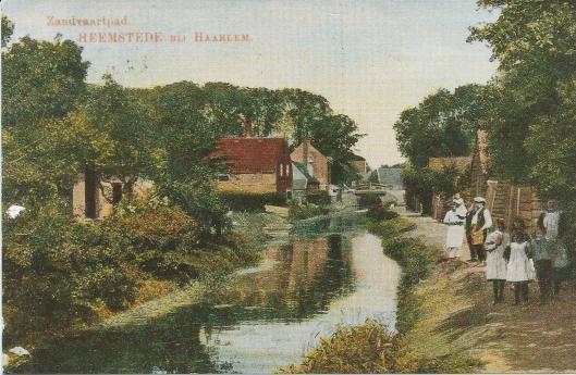 De Zandvaart (Vaartkantje) vroeger lopende van de Kerklaan naar de Van Merlenlaan en gedempt vanwege bouw van de Provinciënwijk