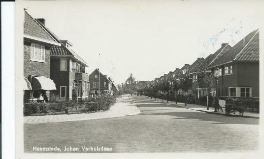 De Johannes Verhulstlaan in Heemstede, gezien vanaf de Heemsteedse Dreef en met zicht op de koepel van Hageveld