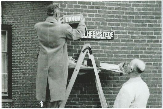 Onthulling van straatnaam 'Laan van Heemstede' in Pittershoek, 10 juni 1954 (zie artikel Heemstede in actie: 'Eet soep voor Puttershoek'(Heerlijkheden, 164, p.3-10).