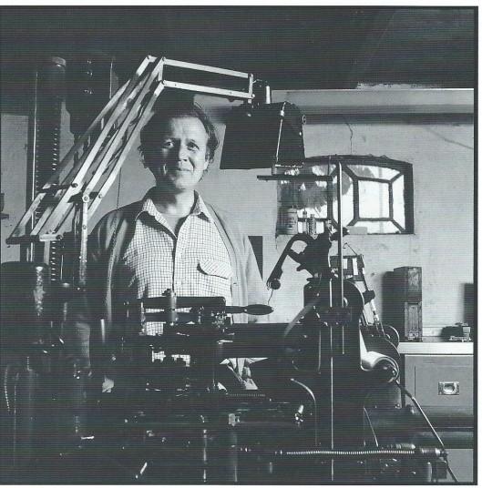 Foto van Jan Keiser door Alexandra Verburg. Uit: Pastei & hoerenjong; 30 drukkers in de marge. Middelburg, Zeeuwse Bibliotheek, 1995.