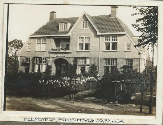 Bronsteeweg 30, 32, 34 Heemstede na de bouw in 1911