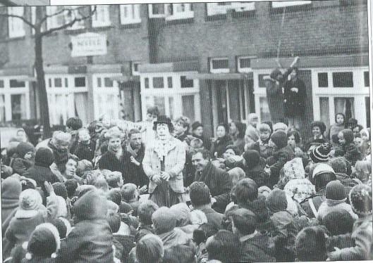 Bezoek van de destijds populaire clown Pipo de Clown bij gelegenheid van een feest in de Borneostraat in 1967. Pipo's echtgenote in de televisieserie Mameloe woonde Als Christel Adelaar jarenlang in Heemstede