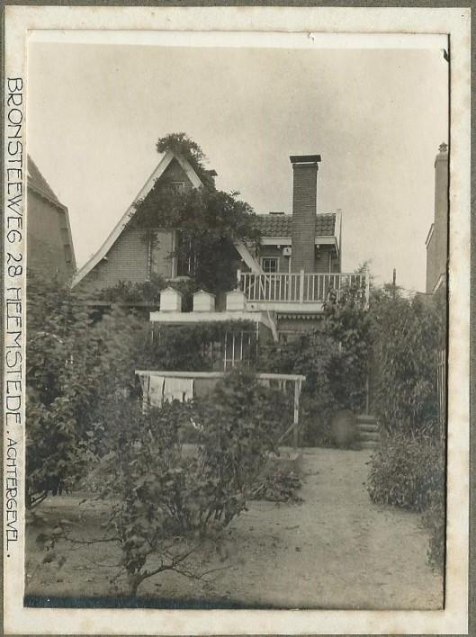 Achtergevel van pand Bronsteeweg 28 na de bouw in 1910
