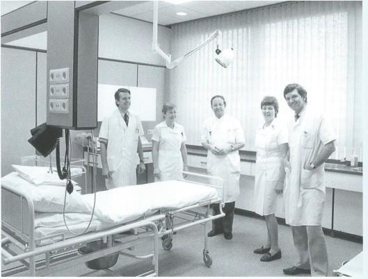 Opening van de verloskamer in de Mariastichting na de verbouwing in 1985. Van links naar rechts: N.Exalto, Ineke Tuyten, P.F.Wiesenhaan, Marie-José Vink en K.Wamsteker.