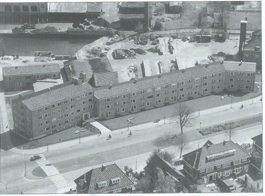 Luchtfoto uit 1956 van het Doopsgezinde bejaardencentrum 'De Olijftak' aan de Heemsteedse Dreef dat begin 2000 moest wijken voor een te bouwen appartementencomplex.