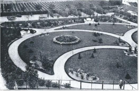 Tuin achter bejaardenhuis St. Bavo aan de Kerklaan