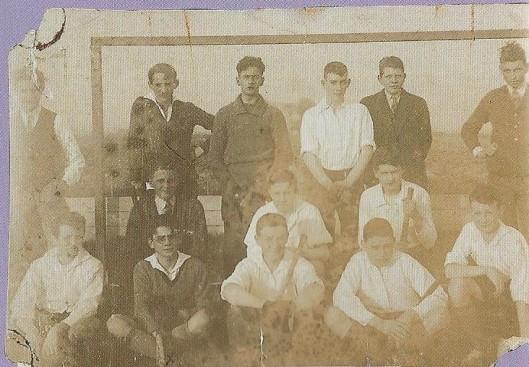 In 1927 is de hockeyclub Alliance opgericht door Charles van Rooy (1912-1997, de latere minister en gouverneur van Limburg) op het Triniteits college in Haarlem. De oudste foto van het elftal 1927/1928 . Staande v.l.n.r. Ch. van Rooy, E.Hoogeveen, P.Zwartkruis, A.Bijvoet, P.Deeleman, G.Zeeuwe. Midden: J.Kluft, P.Nieuwendijk, J.v.d.Berg. Voraan: B.Bal, J.Bosse, E.Schürmann, J.v.d.Linden en K.Menger.