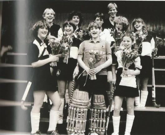 1982-1983 Meisjes A1 zaalhockey kampioen Noord-Holland met Petra van Schagen, Marieke Bekkers, Janine Hop, Marloes Kloeck, Jan Willem van Doorn (coach), Stans Goudsmit, Irene Wiezer, Gabriëlle van Doorn, Lidewijde Koot en Annemieke Fokke.