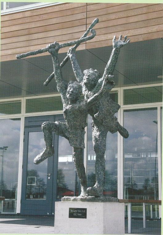 Bij de opening van het nieuwe clubhuis van hockeyvereniging Alliance in 2004  is een bronzen beeld onthuld van beeldend kunstenaar John Verhagen. Het beeld met twee figuraties symboliseert vreugde, vriendschap, sportiviteit en succes. De titel is: 'The winner takes it all'.