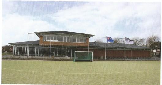 Op 26 november 2004 is het nieuwe clubgebouw van Alliance geopend door wethouder Nera Otsen. Tot 1935 speelde Alliance op dec sportvelden van het Triniteitslyceum aan de Zijlweg. Vervolgens in Heemstede aan de Molenwerfslaan [waar nu de Cruquiusweg loopt] en sinds 1936 op de terreinen van de Heemsteedse Sportparken. In 1953 is vooral dankzij aannemer en bestuurder Charles Thunnissen een eerste clubhuis van steen geopend.