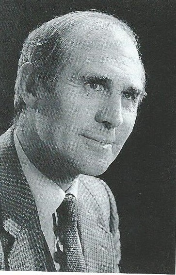 Fotoportret van grafisch ontwerper Pieter Wetselaar (1923-2000)
