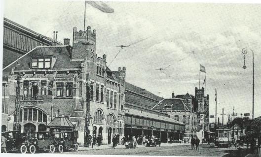 In 1908 kwam het huidige station, naar een ontwerp van architect D.A.N.Margadant, gereed.,