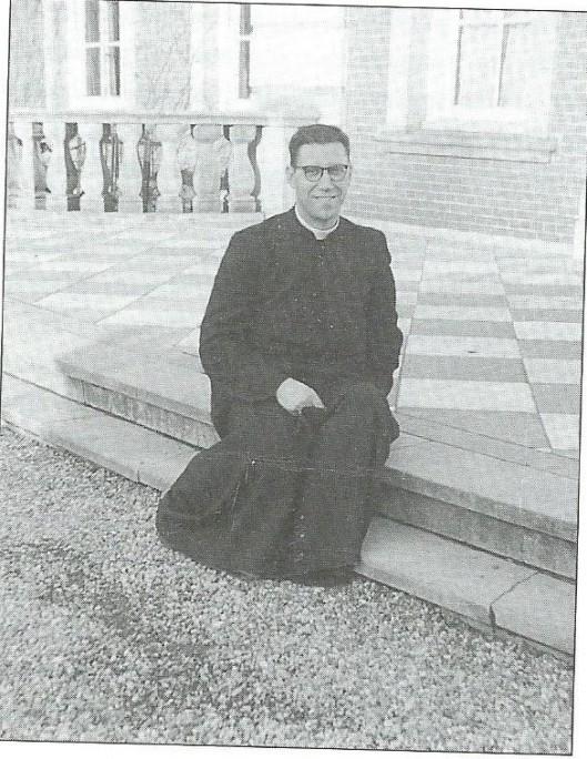 Foto van de laatste regent van Hageveld voor het seminariegebouw