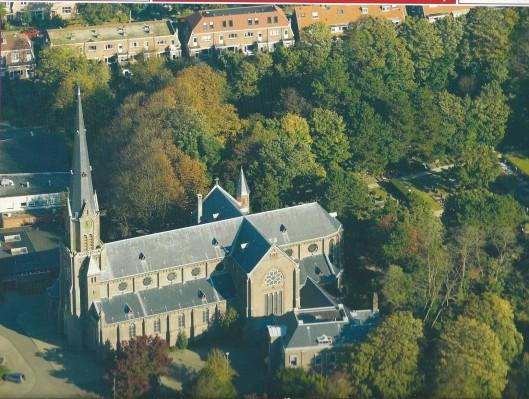 Luchtfoto van St.Bavokerk Heemstede
