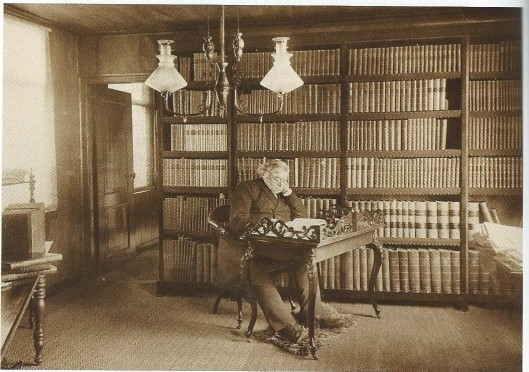 J.H.Krelage, bloembollenkweker en publicist, in zijn bibliotheek, 1895
