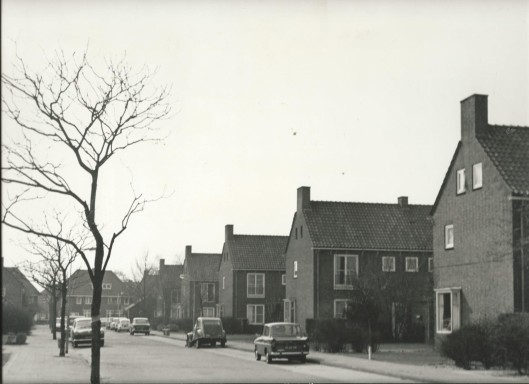 Diepenbrocklaan circa 1970 met zicht op de Johannes Verhulstlaan