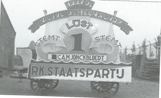 Reclamewagen om C.A.M.Jonckbloedt van de R.K.Staatspartij te stemmen. Hij was gemeenteraadslid van 1930 tot 1941; wethouder van 5 september 1939 tot 1 september 1941.